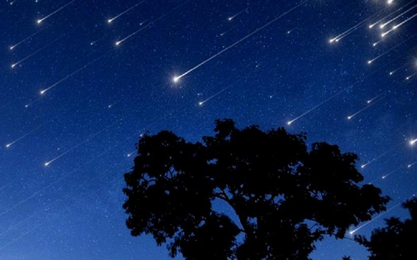 Ολική έκλειψη Ηλίου αύριο, βροχή από διάττοντες αστέρες απόψε