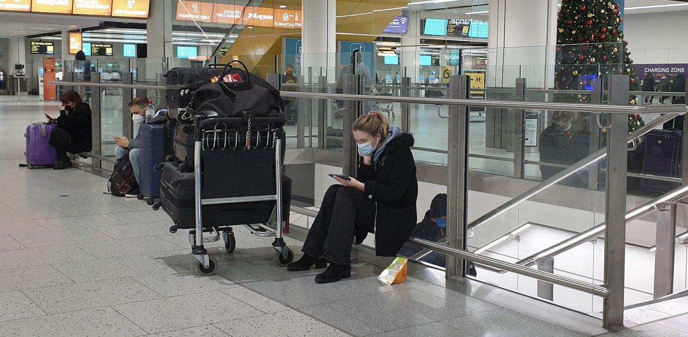 Κορονοϊός - Μεγάλη Βρετανία: Ετοιμη να κλείσει τα σύνορα η Ελλάδα, χάος στα αεροδρόμια
