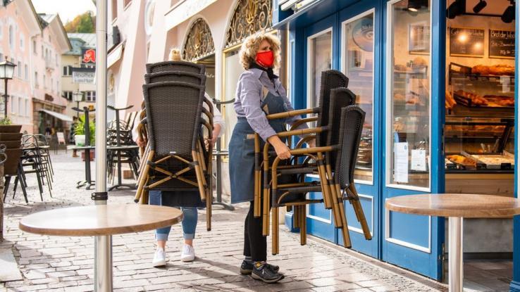 Κλείνουν επιχειρήσεις στη Γερμανία έως τις 10 Ιανουαρίου – Δεν απέδωσαν τα ήπια μέτρα