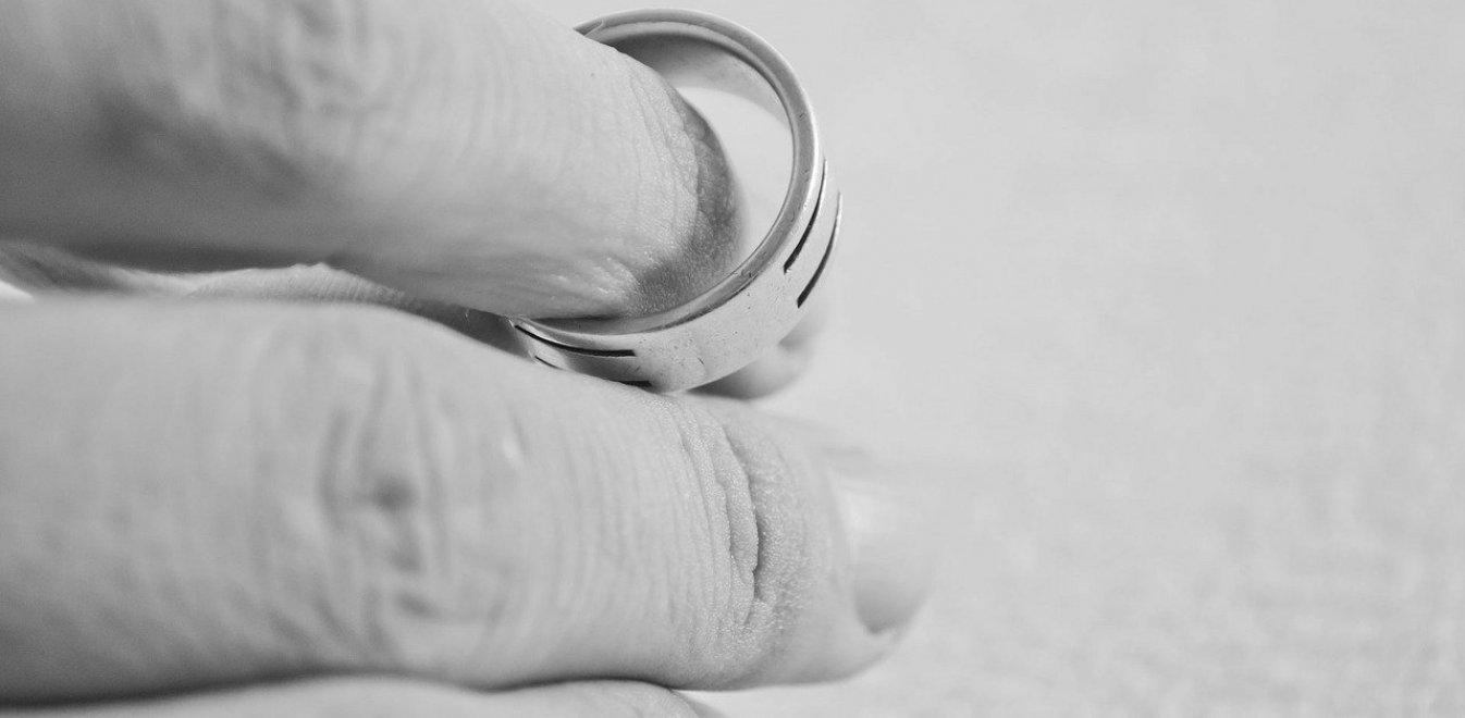 Τι αλλάζει για τους διαζευγμένους γονείς έπειτα από 40 χρόνια