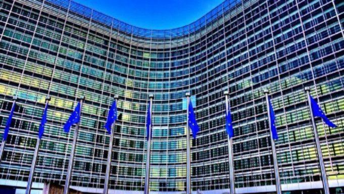 Κομισιόν: Συντονισμός των κρατών-μελών σε αυστηρότερα μέτρα για τα ταξίδια στην Ε.Ε