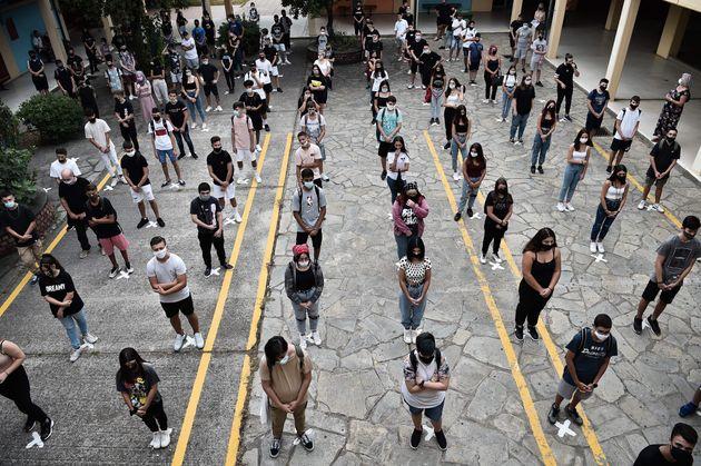 Οι μαθητές σε Γυμνάσια και Λύκεια επιστρέφουν το πρωί της Δευτέρας στα θρανία