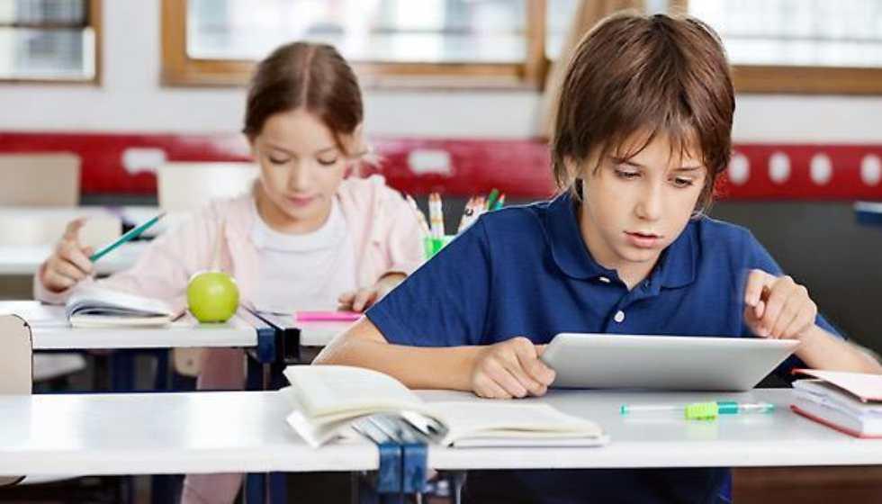 Ηλεκτρονικός εξοπλισμός για εκπαίδευση σε μαθητές από την Περιφέρεια Θεσσαλίας