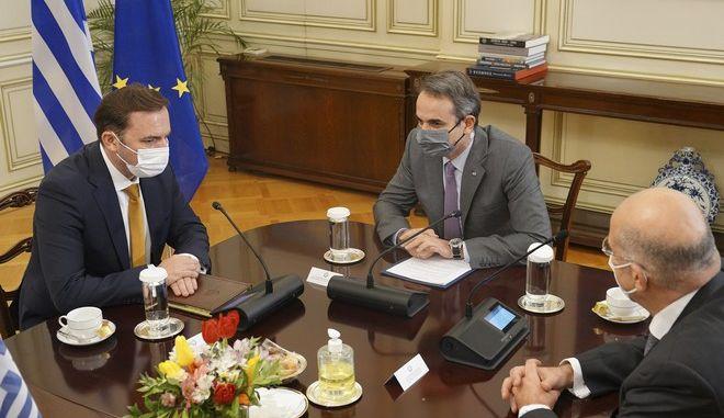 ΣΥΡΙΖΑ για Συμφωνία Πρεσπών: Ο κ. Μητσοτάκης ολοκλήρωσε την στροφή 180 μοιρών!