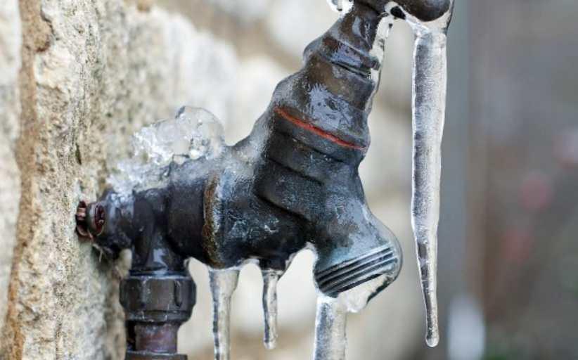 Προσοχή στις εξωτερικές «γυμνές» σωληνώσεις συνιστούν οι υδραυλικοί