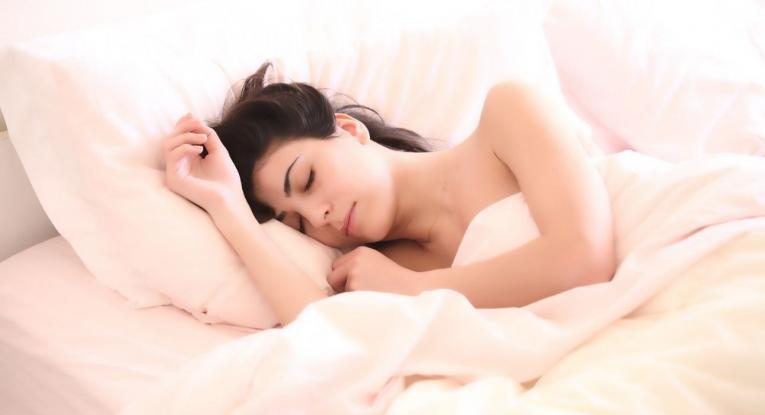 Προσπαθείς να χάσεις βάρος; Κοιμήσου καλά!