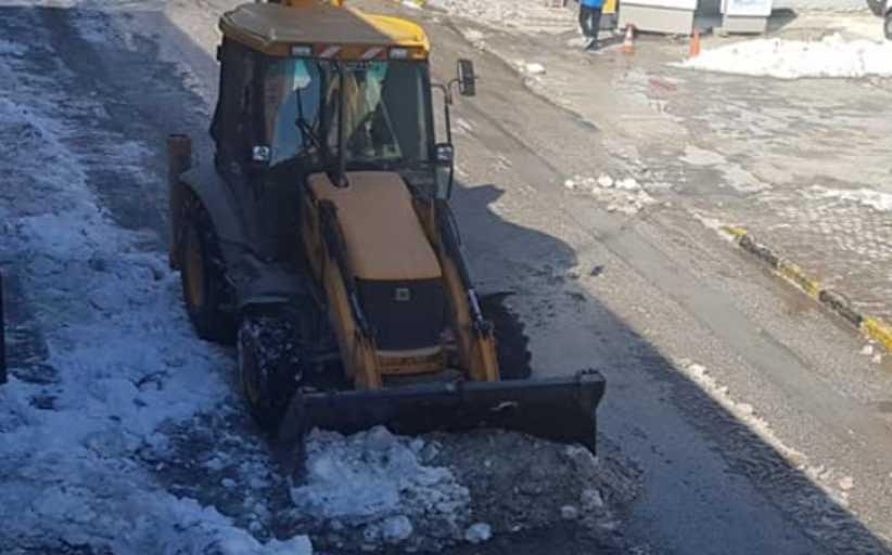 Αποχιονισμός της οδού Ιωαννίνων - Μετακίνηση οχημάτων