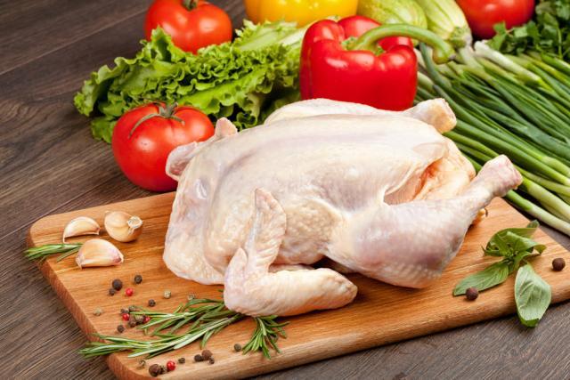 Δήμος Μετεώρων: Διανομή κοτόπουλου - προϊόντων προσωπικής υγιεινής στους δικαιούχους του ΚΕΑ
