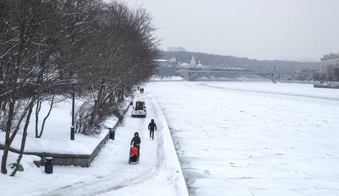 Σφοδρή χιονόπτωση στην Ρωσία