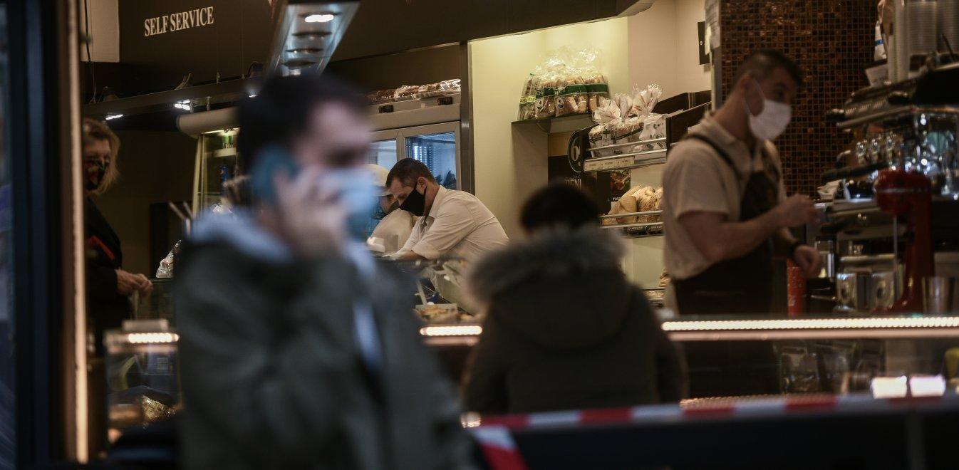 Take away: Από 2 Φεβρουαρίου 300 ευρώ πρόστιμο για αναμονή σε καφετέριες