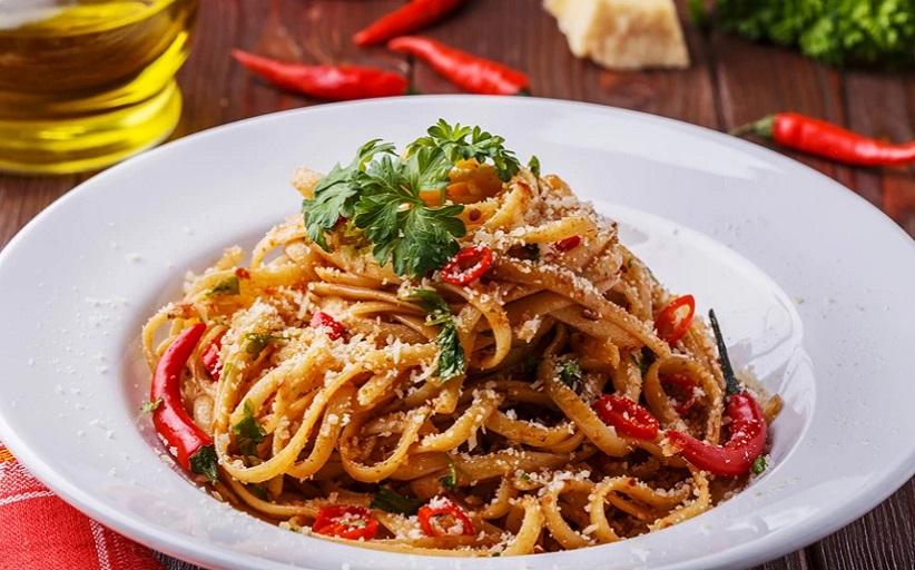 Λιγκουίνι με σάλτσα κόκκινης ψητής πιπεριάς