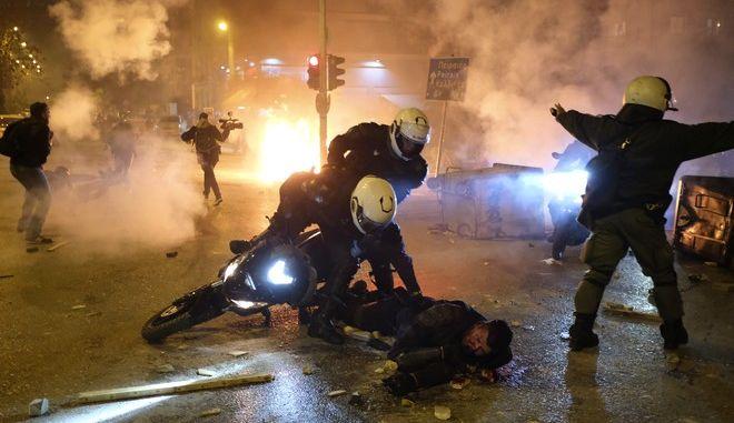 Νέα Σμύρνη: Συνελήφθη το άτομο που έριξε από το μηχανάκι τον αστυνομικό
