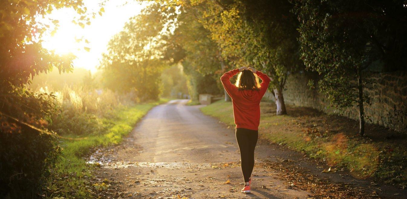 Κορονοϊός - Νέα έρευνα: Περπάτημα και βάρος παράγοντες για βαριά νόσηση ή θάνατο