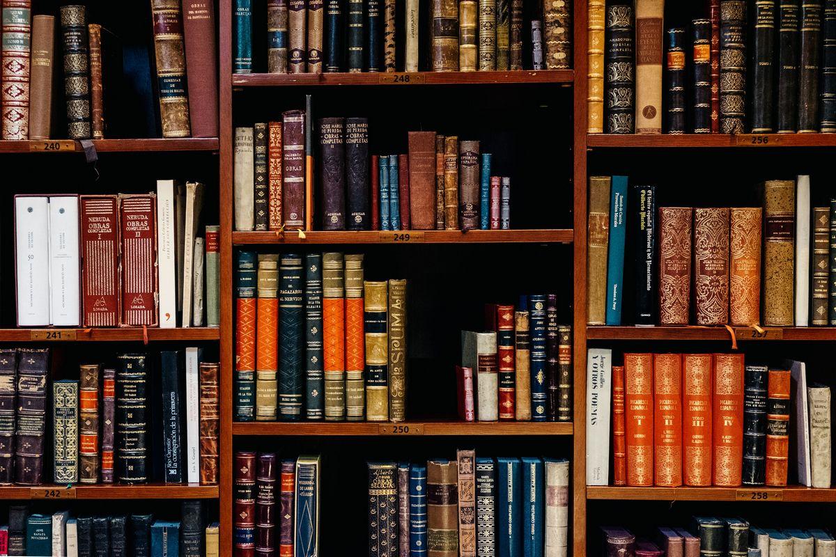 Παγκόσμια Ημέρα Βιβλίου: 22 βιβλία που πρέπει να διαβάσεις