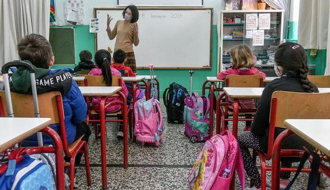 Σχολεία: Γυμνάσια και Δημοτικά ανοίγουν στις 10 Μαΐου