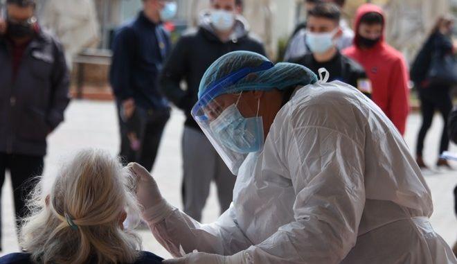 3015 νέα κρούσματα σήμερα στην Ελλάδα - 86 νεκροί και 831 διασωληνώσεις