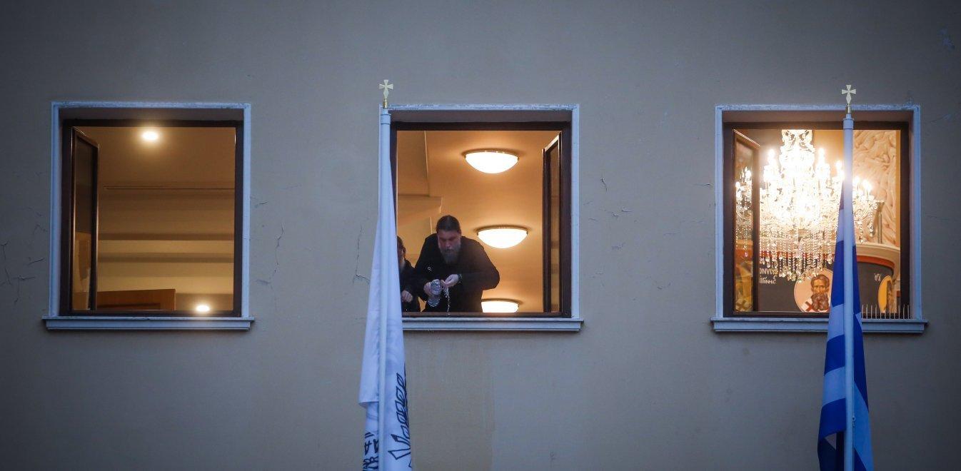 Μόνη Πετράκη: Το προφίλ του ιερέα με το βιτριόλι - Η επίθεση και τα ναρκωτικά