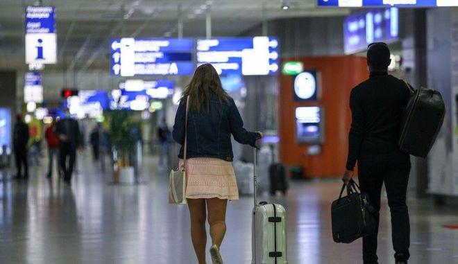 ΗΠΑ: Χαλαρώνουν οι ταξιδιωτικές συστάσεις για την Ελλάδα