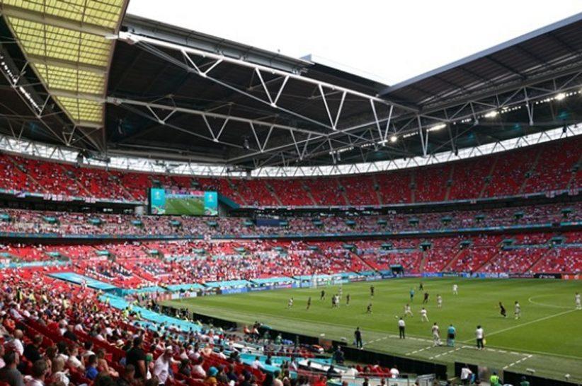 EURO: Σε σοβαρή κατάσταση Άγγλος φίλαθλος μετά την πτώση του από τις κερκίδες του «Wembley»