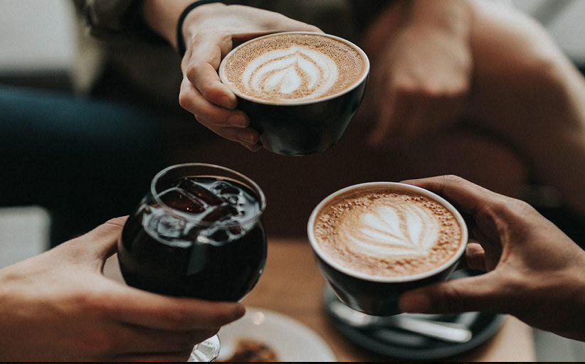 Η ενορία της Διάβας κερνάει καφέ στους νέους του χωριού