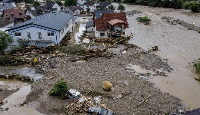 Εικόνες απόλυτης καταστροφής στη Γερμανία - Στους 103 οι νεκροί από τις πλημμύρες