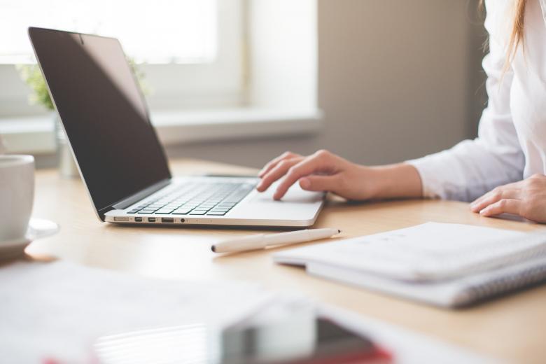 ΣτΕ: Διάλειμμα 15′ ανά δίωρο εργασίας μπροστά από τον υπολογιστή