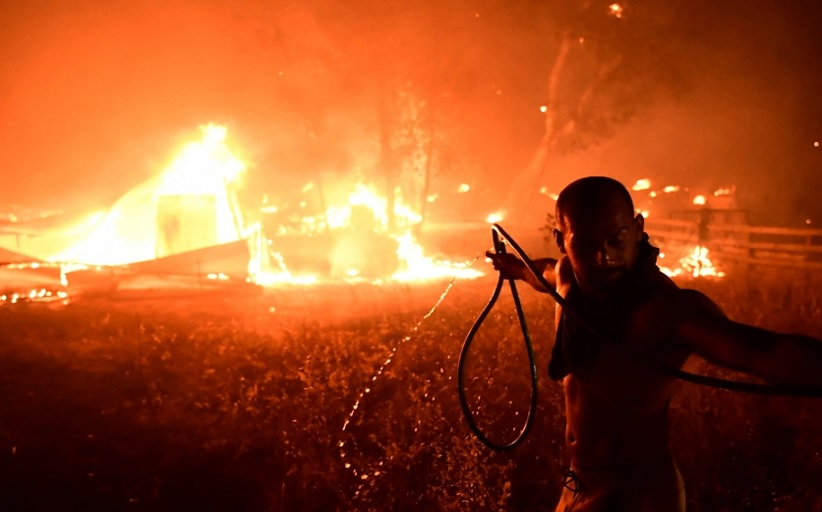 Το ελληνικό κράτος άφησε τους πολίτες να κάνουν τη βρώμικη δουλειά στις πυρκαγιές