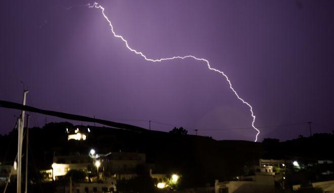 Κακοκαιρία: Ισχυρές καταιγίδες και χαλάζι έπληξαν πολλές περιοχές