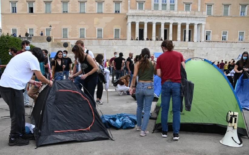 Συγκέντρωση φοιτητικών συλλόγων στο Σύνταγμα με αίτημα τη διασφάλιση στέγης για τους φοιτητές