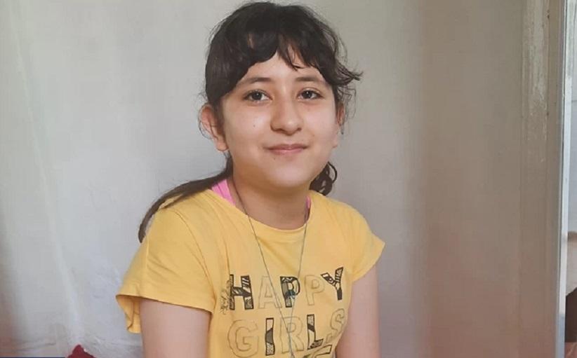 Από τη Μόρια στη Βοστόνη με υποτροφία: Η συγκλονιστική ιστορία της 12χρονης Αρεζού από το Αφγανιστάν