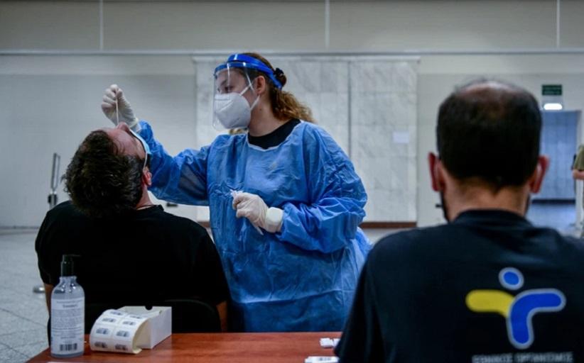 Κορονοϊός: Γιατί οι αρνητές εμβολίου γυρνούν την πλάτη στην επιστήμη και εμπιστεύονται τα social media;