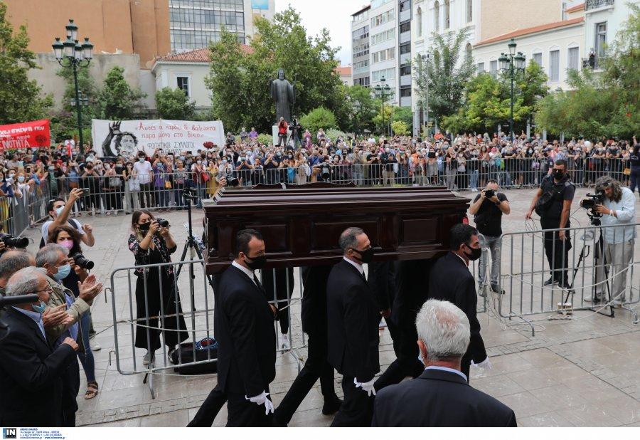 Μίκης Θεοδωράκης: Στη Μητρόπολη μεταφέρθηκε η σορός του, αρχίζει η τελετή αποχαιρετισμού