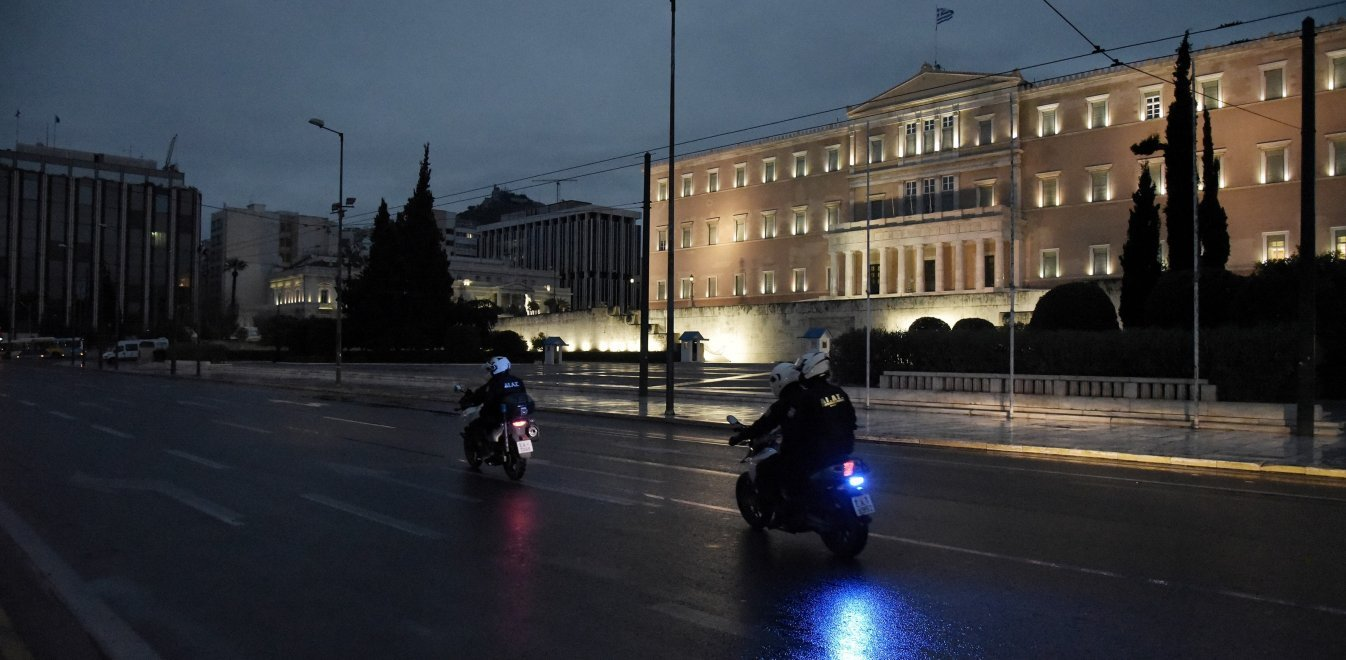 Κορονοϊός – Μαγιορκίνης: Στο τραπέζι κλείσιμο καταστημάτων και απαγόρευση κυκλοφορίας