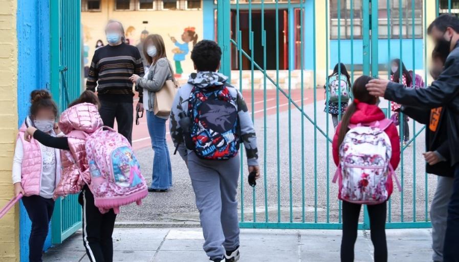 Παυλάκης για σχολεία: Όλα τα παιδιά θα κολλήσουν - Να το ξανασκεφτεί το Υπουργείο Παιδείας