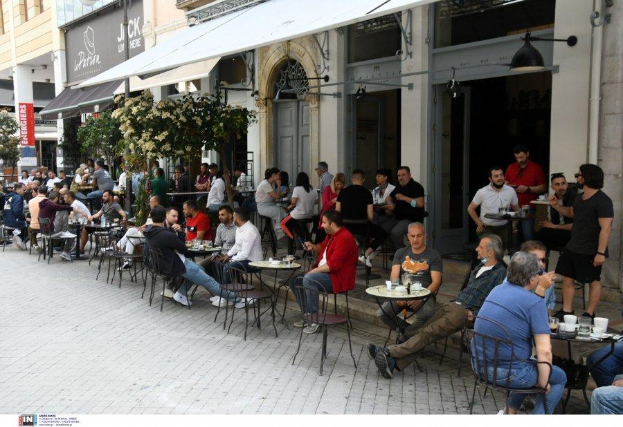 Νέα μέτρα και «μπλόκο» σε καφέ, μπαρ και κλειστούς χώρους