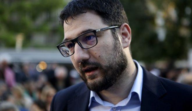 Ηλιόπουλος: Ενώ οι πολίτες ζητούν αύξηση στον βασικό μισθό, ο Μητσοτάκης μοιράζει data
