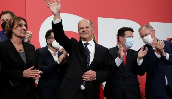 Οι Σοσιαλδημοκράτες νικητές των εκλογών στη Γερμανία, υψηλό το ποσοστό των Πρασίνων