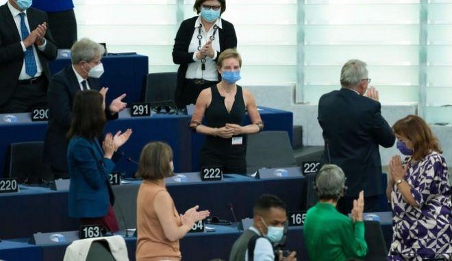 Ευρωκοινοβούλιο:  Όλη η αίθουσα όρθια για τη Χρυσή Παραολυμπιονίκη, Μπέμπε Βίο