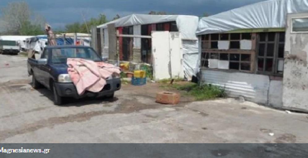 Φρίκη στο Βόλο: Είχαν τον γιο τους δεμένο με αλυσίδα 15 μέτρων