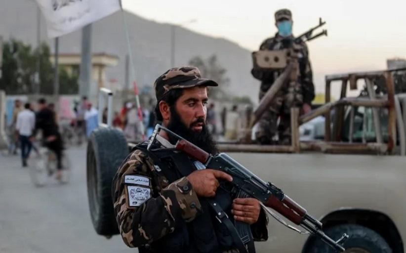 Φρίκη: Ταλιμπάν κρεμούν πτώματα από γερανούς στο Αφγανιστάν (σκληρές εικόνες)