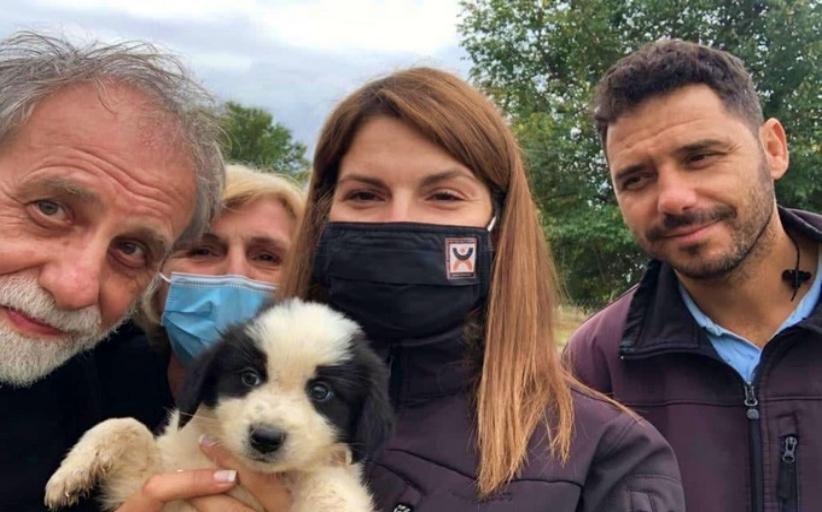 Διέσωσαν σκυλάκι η Δημοτική Αστυνομία Τρικάλων και περίοικοι στο Ριζαριό Τρικάλων