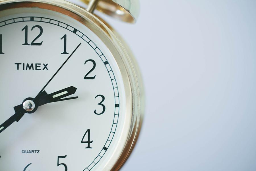Κανονικά θα γυρίσουμε μία ώρα τα ρολόγια μας πίσω φέτος