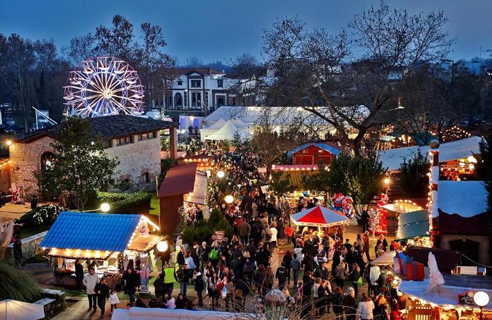 Η έξυπνη ελληνική πόλη που τα Χριστούγεννα έχει πιο πολλούς τουρίστες απ' ό,τι η Μύκονος το καλοκαίρι